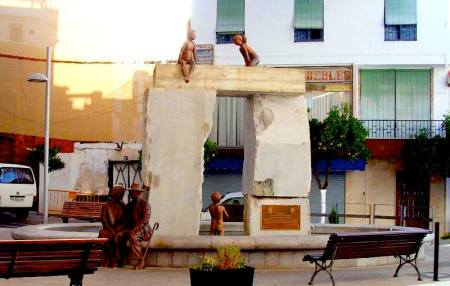 trilithon fountain,  photo from the Lanjaron website
