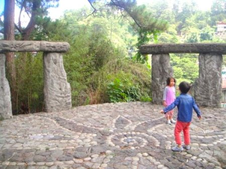 The-kids-sing-their-heart-out-at-the-mini-Stonehenge.-